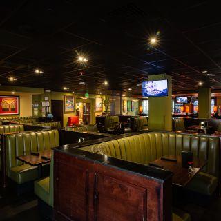 A photo of Houlihan's at the Holiday Inn San Francisco Airport restaurant