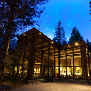 Yosemite Valley Lodge Mountain Room