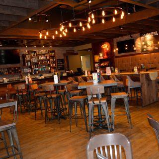 Foto von MR MIKES - Camrose Restaurant