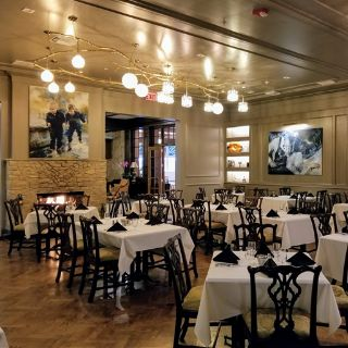 A photo of The Colonial Room & Polo Lounge at the Drake Oak Brook restaurant