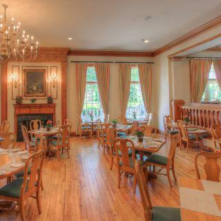 Founders Inn Swan Terrace Grill