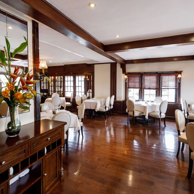 Lounge # - VIVO Mediterranean Grill & Catering, Bayside, NY