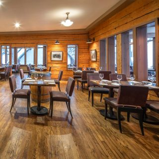 Mount Burgess Dining Room - Emerald Lake Lodgeの写真