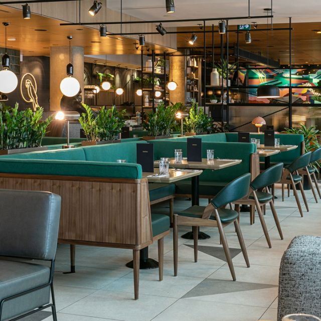 Earls Kitchen + Bar - Station Square, Burnaby, BC