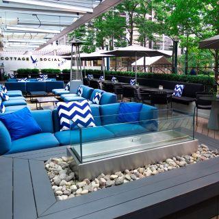DEQ Terrace & Lounge - The Ritz-Carlton, Toronto