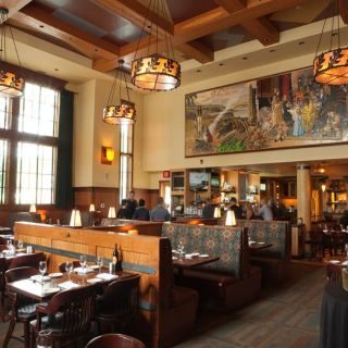 A photo of Hudson's Bar & Grill - The Heathman Lodge restaurant