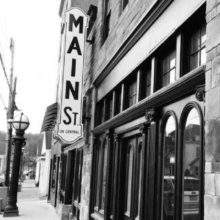 Main Street on Centralの写真