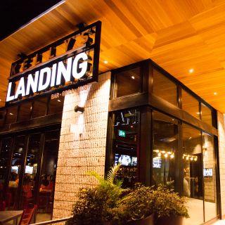 Kellys Landing - Front Street