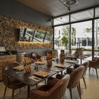 A photo of Hunter & Barrel - Whitford restaurant