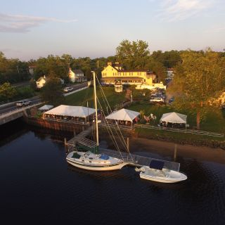 Inn at Sugarhill - Yogi's All American Riverview Restaurant & Bar