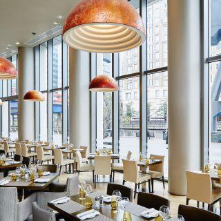 Manhattan Grill at the London Marriott Hotel Canary Wharfの写真