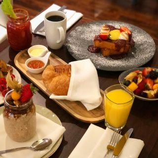 A photo of Watermark Restaurant - Radisson Admiral Hotel Toronto restaurant