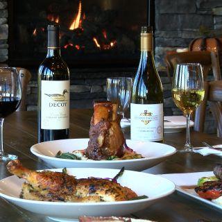The Tiki Bar & La Collina – Hillside Country Clubの写真