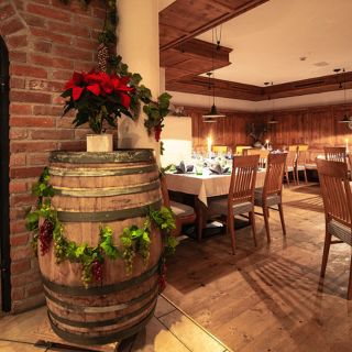 Foto von Theo's Taverne - Arlen Lodge Restaurant