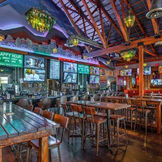 PKWY Tavern - Flamingoの写真