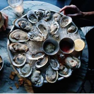 Perla Oyster Bar & Grillの写真