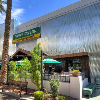 PKWY Tavern - The Districtの写真