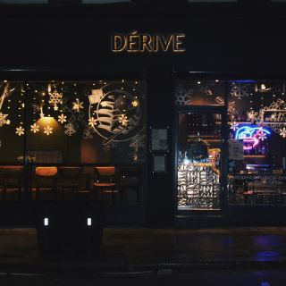 A photo of Dérive Coffeehouse & Bar restaurant