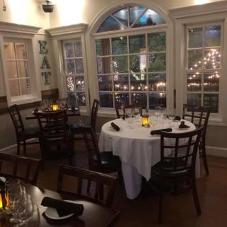 A photo of Glen Ellen Inn Grill & Martini Bar restaurant
