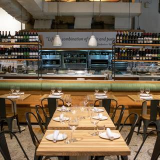 A photo of La Pizza & La Pasta - Eataly NYC Flatiron restaurant