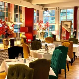 A photo of Ashley's restaurant