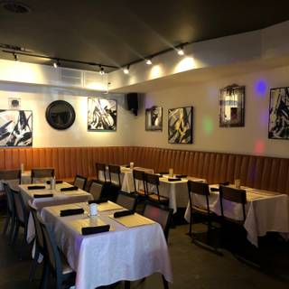 A photo of Deluxe The Fine Art of Dining restaurant