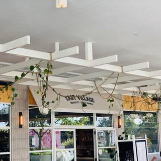 Foto von East Village Whitford City Restaurant
