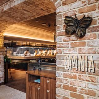 Foto von Omnia Bistro & Bar Restaurant