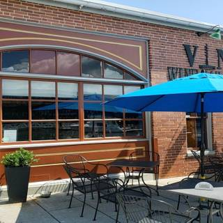 A photo of V-No Wine Bar & Shop restaurant