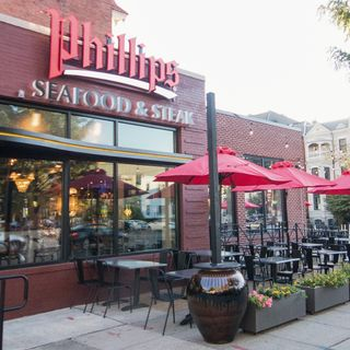 A photo of Phillips Seafood & Steak restaurant
